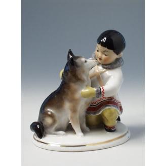 """Скульптура """"Якут с собакой"""""""
