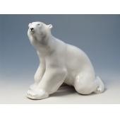 """Медведь сидит б.р."" скульптура"